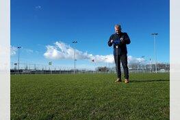 Na een jaar van 'natte voeten' nu nieuw gras op sportpark De Koog