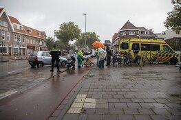 Scooterrijdster gewond na botsing tegen auto in Haarlem