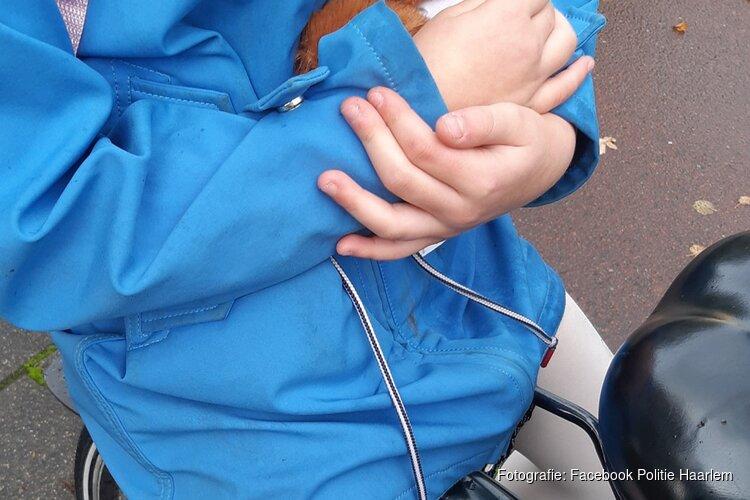 Kind aangereden door automobilist, automobilist rijdt door