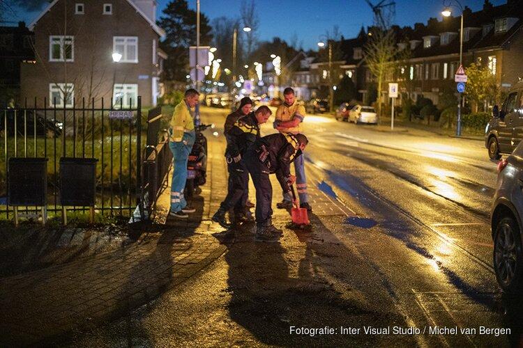 Onderuit door spekglad wegdek in Haarlem