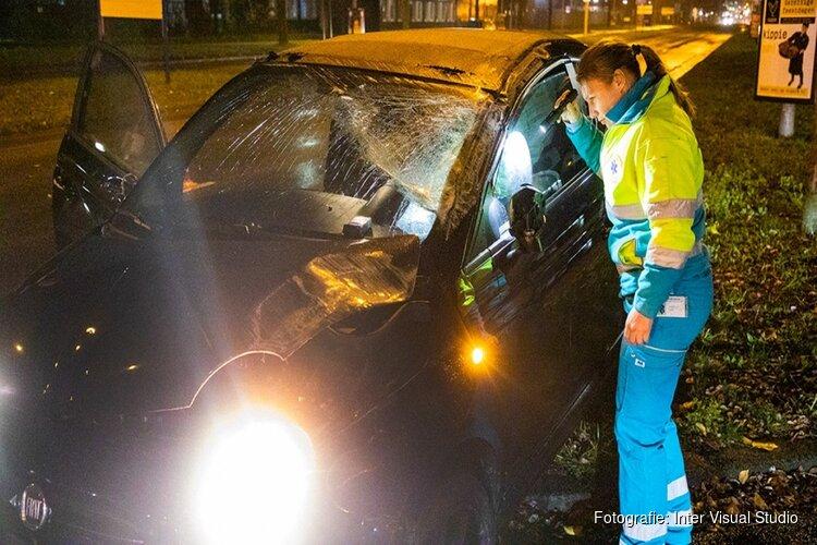 Auto slaat over de kop in Haarlem