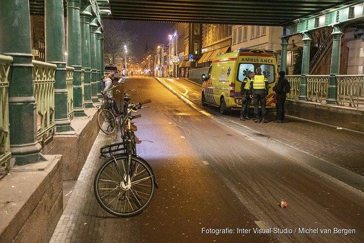 Fietsster lelijk gewond bij valpartij onder station Haarlem