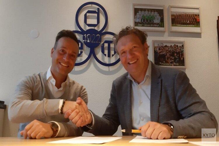 Contract ondertekening van Kiri Kalaitzis bij RKVV DEM