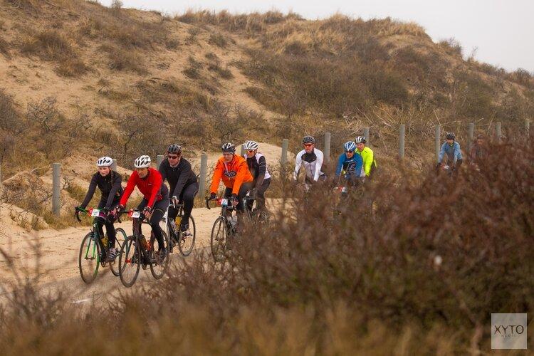 Veel fietsers kiezen voor vliegende start wielerseizoen bij Omloop van Zandvoort