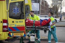 Vrouw gewond bij aanrijding scooter auto in Haarlem