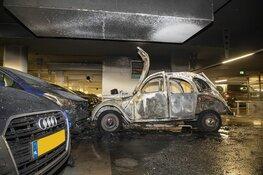Auto uitgebrand in Raaks parkeergarage