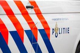 Verdachte van vernieling kopt ruit uit politieauto in Haarlem