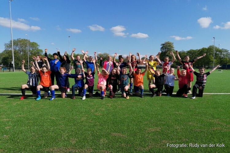 Meiden zijn welkom bij voetbalvereniging DEM tijdens 'Mei-denmaand'
