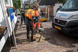 Bedrijfswagen klem na ongeval Rozenobelstraat Zandvoort