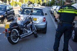 Motor botst op remmende auto op de Verspronckweg