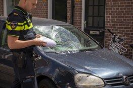 Forse schade aan auto na botsing met scooter in Haarlem