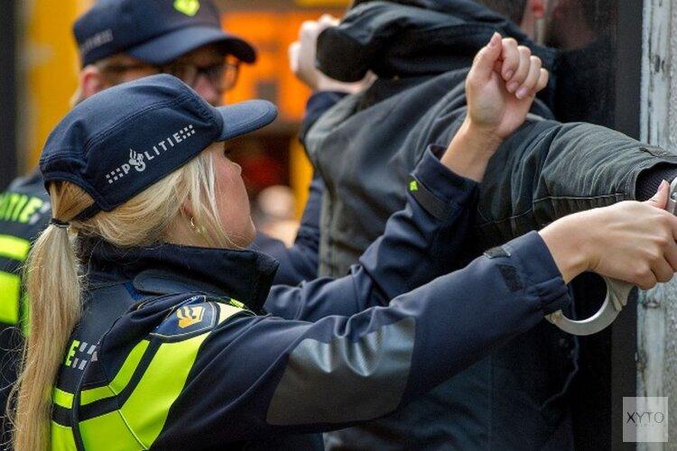 Winkeldief verzet zich hevig bij aanhouding en dreigt agenten met corona te besmetten
