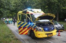 Rokende ambulance komt met pech langs de weg te staan, patiënt in veiligheid gebracht
