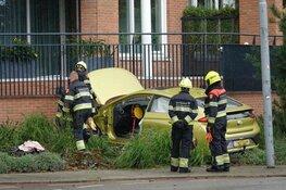 Auto tegen wooncomplex gereden in Heemskerk