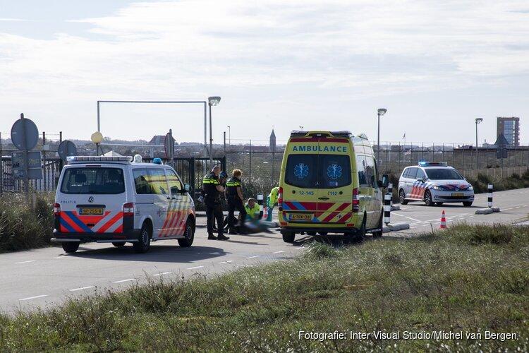 Wielrenner botst op betonnen wegafscheiding in Zandvoort