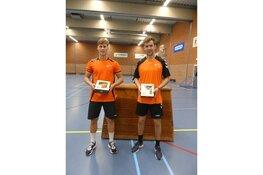Jong Oranje talenten geeft een speciale handbalclinic aan de jeugd van HCV'90