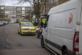 Fietsster gewond na botsing met pakketbezorger PostNL