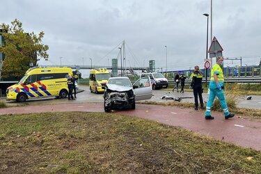 Zwaargewonde bij frontale botsing in Haarlem